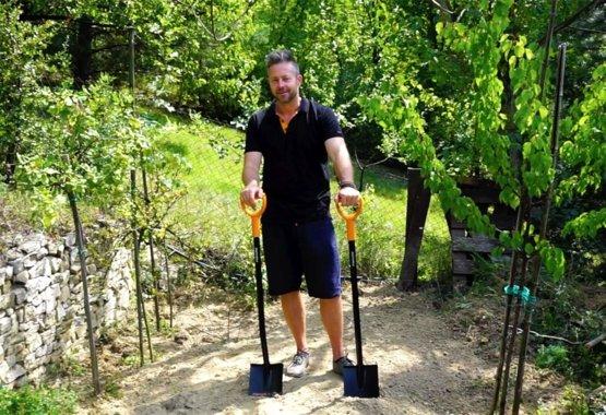 Az őszi szezon legalapvetőbb kerti szerszámja a Fiskars ásó,