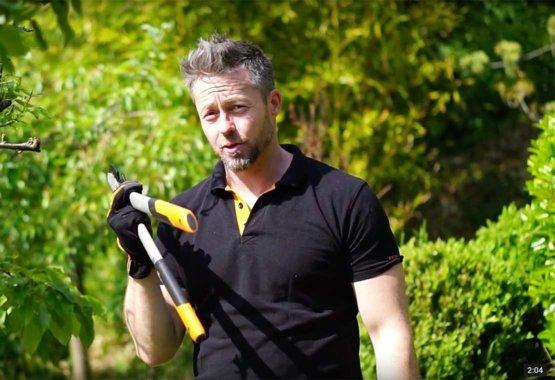 Miért érdemes, hogy legyen egy ágvágónk a kerti szerszámos ládánkban?